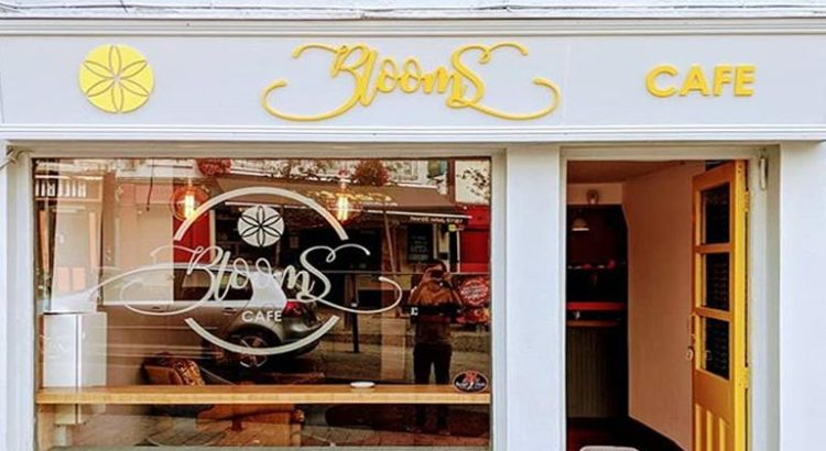 Blooms Café