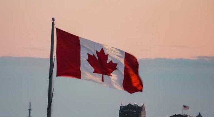 Les Canadiens reconnus coupables de possession de faibles quantités de cannabis peuvent voir leurs dossiers suspendus sans frais.