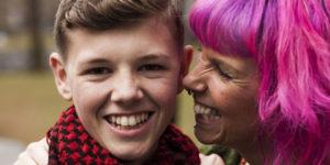 Un adolescent britannique survit à un cancer en phase terminale après que sa mère lui ait secrètement donné du cannabis